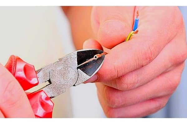 cutting wire with wire cutter